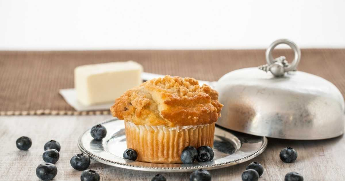 Butter cupcakes with blueberries