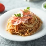 Pasta with figs and bacon recipe
