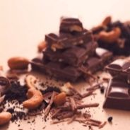 Slices with chocolate and almond scent recipe