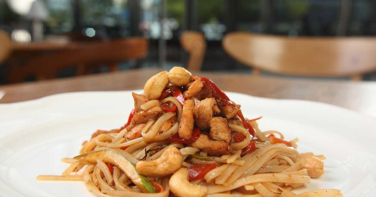 pasta with vegetables and almonds